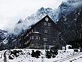 Falkenhütte im Neuschnee.JPG