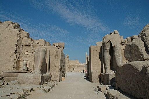 Flickr - Gaspa - Tempio di Karnak, viale tra il tempio di Mut e quello di Amon