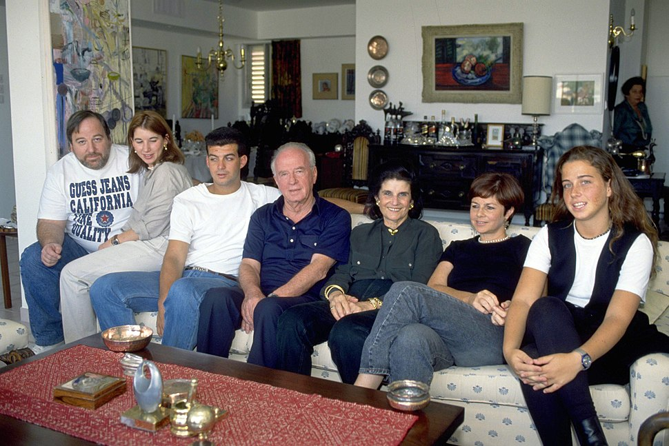 Flickr - Government Press Office (GPO) - PM YITZHAK RABIN and his family at his apartment