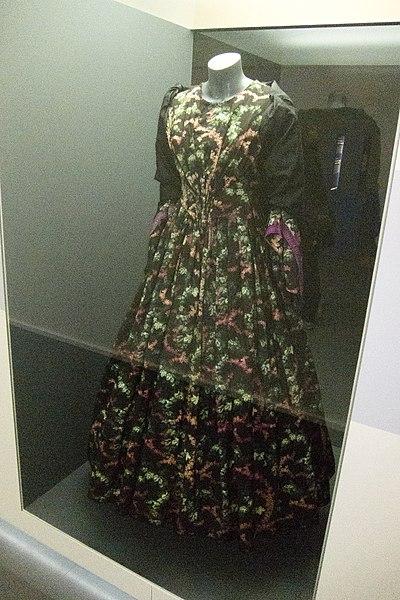 File:Flowered dress (7601898644).jpg