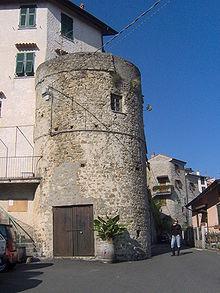 Il bastione presente nella frazione di Follo Castello