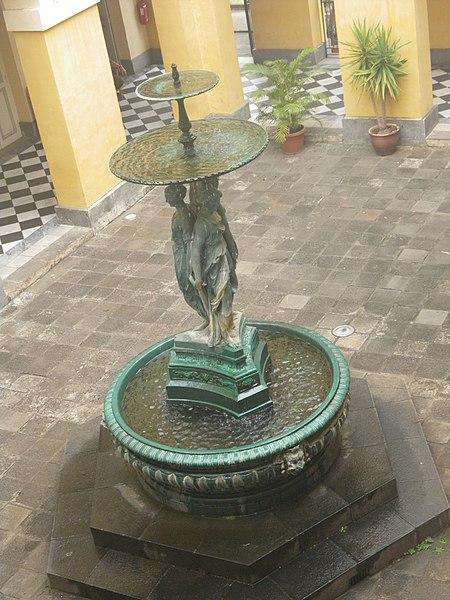 File fontaine de l 39 h tel de ville de saint for Fontaine piscine
