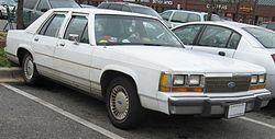 Ford LTD Crown Victoria Sedan (1988–1991)