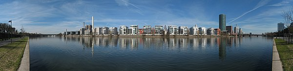 Frankfurt Mainufer01 2011-03-20.jpg