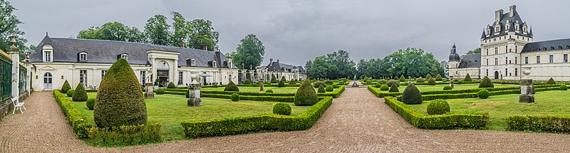 File:French garden at the Castle of Valencay 01.jpg