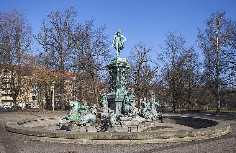 File:Fuente de Neptuno, Núremberg, Alemania, 2013-03-16, DD 01.JPG