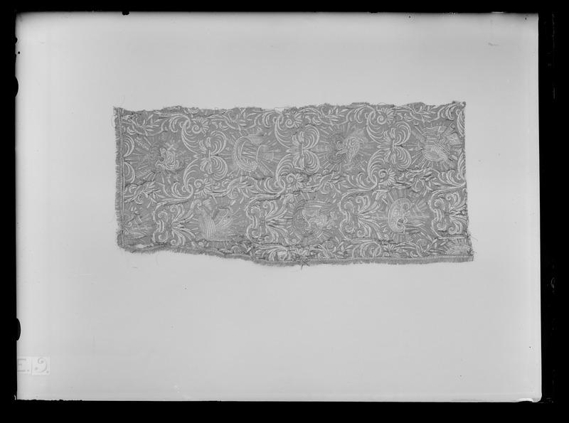 File:Gardin med trofëmotiv ur en serie av sex (6000-6005) til drottning Kristinas kröningskaross, 1650 - Livrustkammaren - 26317.tif