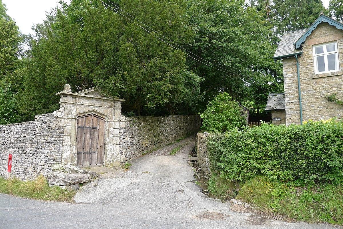 Gate arch at Gate Manor, Dentdale.jpg