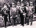 General Panait Warthiadi mit Offizieren.png
