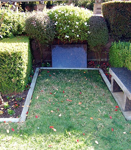 George C. Scott grave at Westwood Village Memorial Park Cemetery in Brentwood, California.JPG
