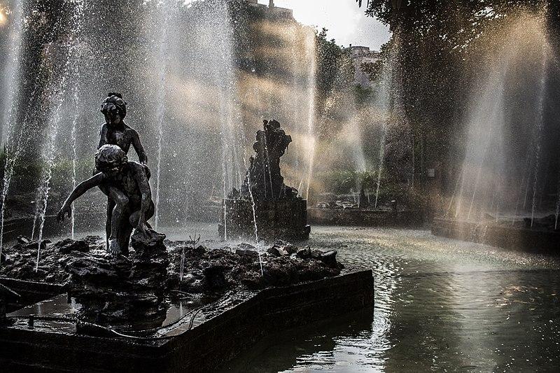 File:Giardino Inglese, Palermo - Sunbean in Fountain - Foto di Cristiano Drago.jpg