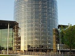 Torre donde se almacenan los vehículos acabados