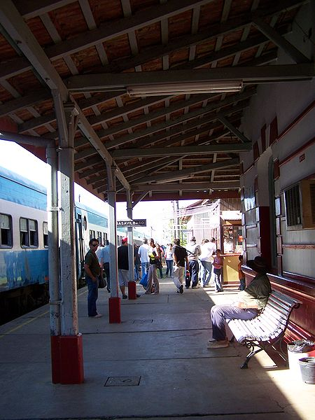Archivo:Gobernador Basavilbaso train station 1.jpg