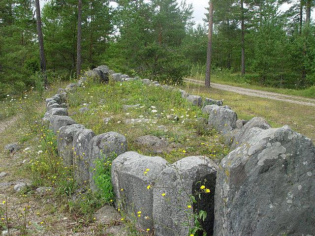 640px-Gotland-Tjelvars_grav_2.jpg