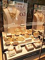 HK 尖沙咀 TST 彌敦道 Nathan Road 海防道 53-55 Haiphong Road 海防大廈 Hai Phong Mansion shop 六福珠寶 Lukfook Jewellery window gold display December 2020 SS2 01.jpg