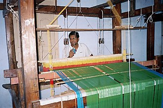 Ettayapuram - Weaving with a handloom in Ettayapuram