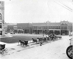 Hartford City courthouse square in 1908