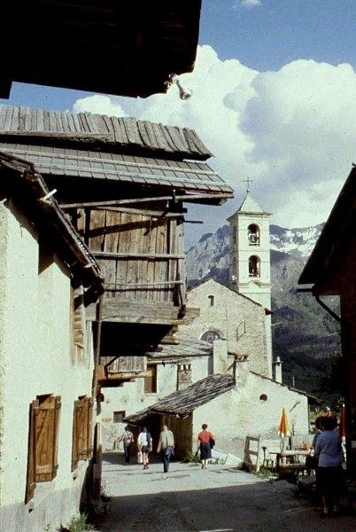 Hautes-Alpes Saint-Veran Maison Eglise 071986
