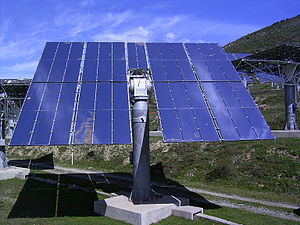 Heliostat - A heliostat at the THÉMIS experimental station in France. The mirror rotates on an altazimuth mount.