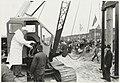 Het slaan van de eerste paal van de Van Lennepweg door burgemeester Machielsen. NL-HlmNHA 54005814.JPG