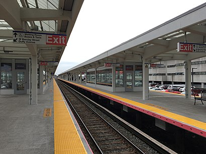 How to get to Hicksville LIRR Station with public transit - About the place