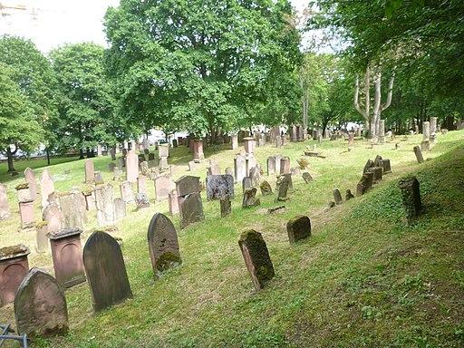 Historia juda tombejo de Majenco, sube z