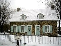 Historic building in Longueuil (Québec) 2006-01-01.jpg