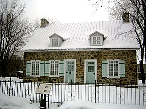 Historic building in Longueuil (Québec) 2006-01-01.jpg