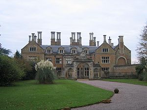 Queen Elizabeth Renaissance Holdenby House - Wikip...