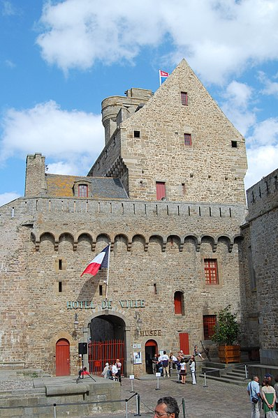 File:Hotel de ville de Saint Malo DSC 6299-1.JPG
