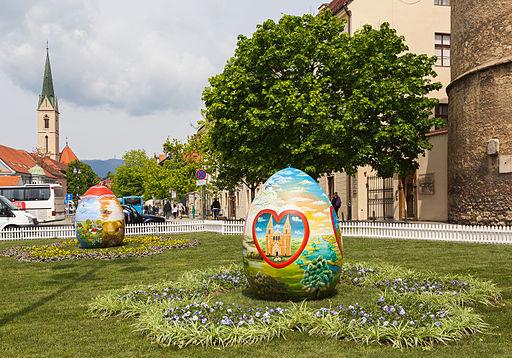 Huevos de Pascua frente a la Catedral de Zagreb, Croacia, 2014-04-13, DD 01