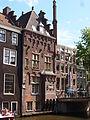 Huis aan de Oudezijds Voorburgwal en Armbrug.JPG