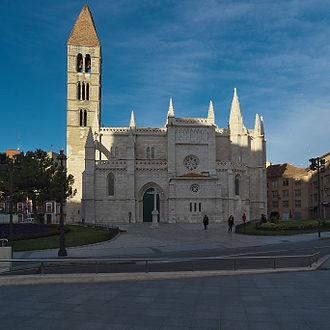Santa María La Antigua - Image: Iglesia de Santa María La Antigua (Valladolid). Fachada