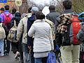Immigranten beim Grenzübergang Wegscheid (22697778587).jpg