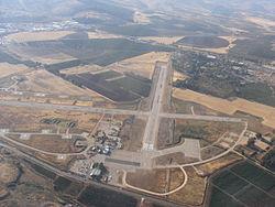 תצלום אוויר של שדה התעופה ראש פינה