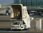 Isuzu Elf 4th gen, JAL vehicles, Mobile closed gangways (aircraft).png