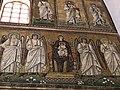Italie, Ravenne, basilique Sant'Apollinare Nuovo, mosaïque de la Vierge sur le trône avec l'Enfant sur les genoux (48087018881).jpg