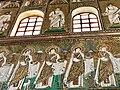 Italie, Ravenne, basilique Sant'Apollinare Nuovo, mosaïque du cortège des vierges (48087050943).jpg