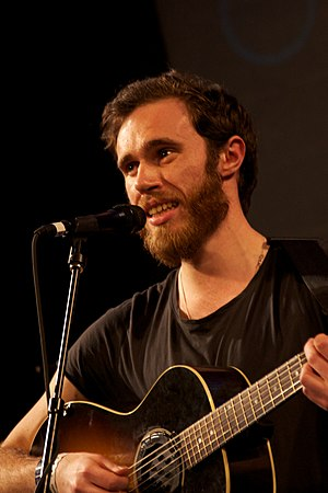 English: James Vincent McMorrow performing at ...