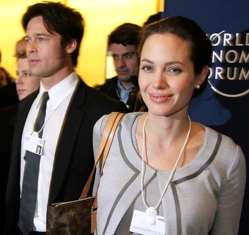 Джоли вместе с Брэдом Питтом в Давосе. Январь 2006