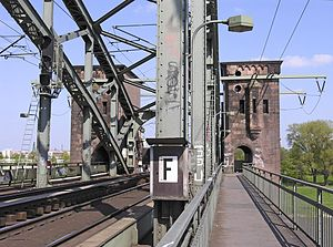 South Bridge (Cologne) - Köln-Poll, South Bridge (pylons on the east side of the Rhine). Note the outriggers mounted on the pylons carrying high-voltage power lines.
