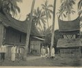 KITLV - 94275 - Demmeni, J. - Rumah Gadang and rice barn at Solok - circa 1915.tif