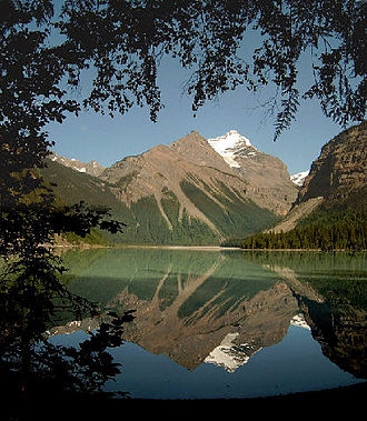 Mount Robson Provincial Park - Image: Kinney lake 2