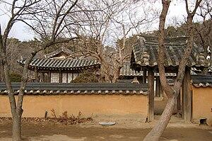 Gangneung - Image: Korea Gangneung House of Heo family 01