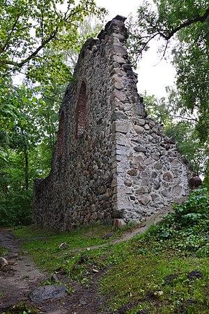 Krimulda Castle - Image: Krimulda piiskopilinnuse varemed 02