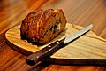 Kyllingefarsbrød med gorgonzola, valnødder og bacon (4293744040).jpg