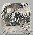 Långorna sköljas. Mollösund augusti 1899 . Två kvinnor sköljer fisk - Nordiska museet - NMA.0052192.jpg