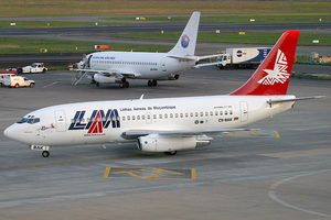 LAM Boeing 737-200Adv C9-BAK JNB 2005-12-2.png