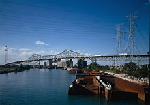 LOOKING NORTH AT MAIN SPAN, FROM 100TH STREET BRIDGE.jpg