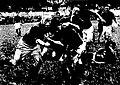 LOU - Narbonne, championnat de France 1933, un narbonnais est ceinturé par deux adversaires lyonnais.jpg